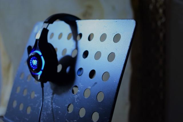 FPSで足が聞こえやすいイヤホンは? イヤホン+サウンドカードでプロゲーマーの環境を作ろう