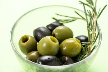 オリーブの実の色の違い、味や使い方